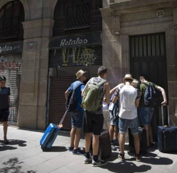 Hacienda emite una nota recordando los tributos que se pagan por poner en alquiler un apartamento para uso turístico