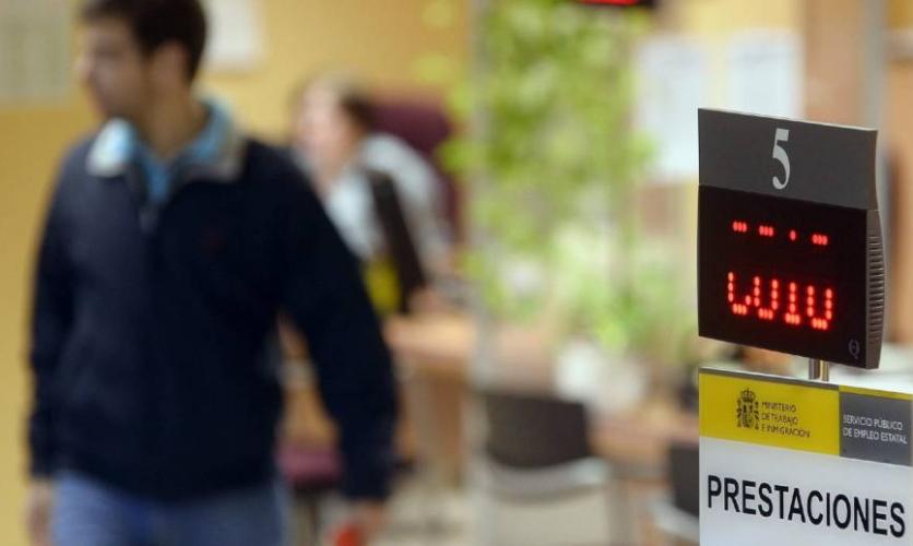 Trabajo alcanza un acuerdo con la banca para que adelante el pago de las prestaciones