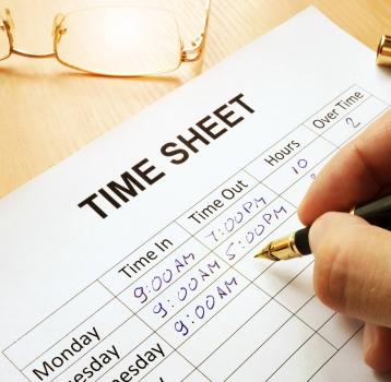 Un juez condena a una empresa por obligar a sus empleados a falsear el registro horario