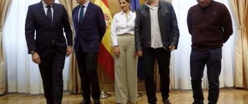 El Gobierno pacta con patronal y sindicatos elevar el salario mínimo a 950 euros