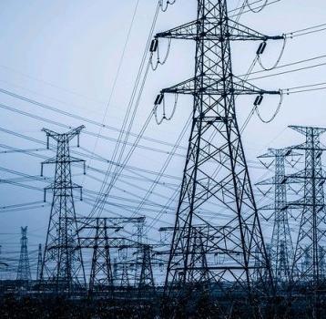 El Gobierno baja el IVA de la electricidad del 21% al 10% y suspende el impuesto de generación