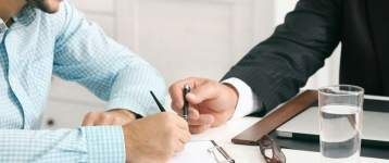 El Gobierno prevé hacer fijos los contratos temporales irregulares o injustificados