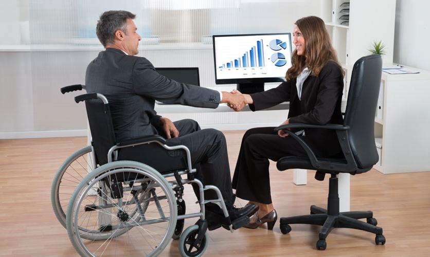 Contratar discapacitados para cumplir el cupo no justifica el despido de otros empleados.
